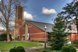 Pfarrkirche St. Maria Königin – Ort