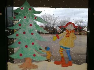 Meindorfer Adventsfenster 02 - Pippi plündert den Weihnachtsbaum