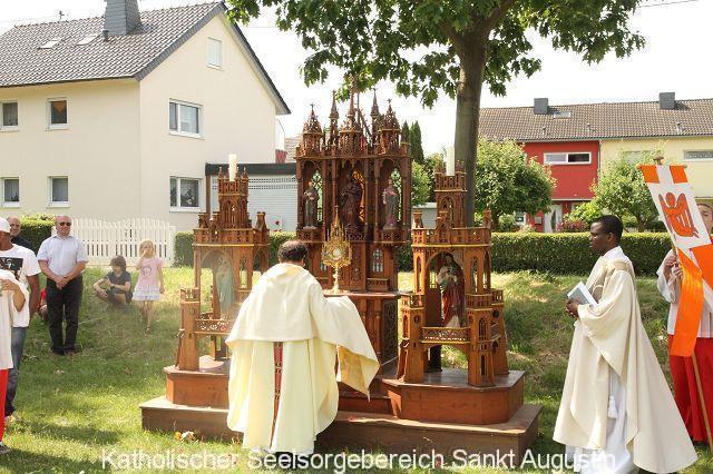 Historischer Altar auf dem alten Sportplatz